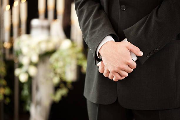 uomo o mortician in lutto funerale - funerale foto e immagini stock