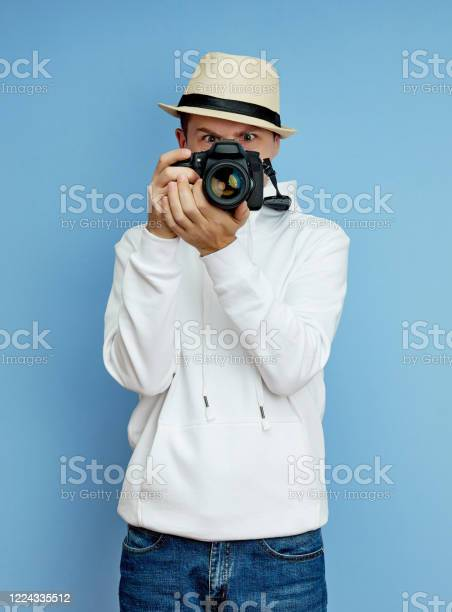 Man photographer with a slr camera in his hands takes photos picture id1224335512?b=1&k=6&m=1224335512&s=612x612&h=yjzpiqmt0urcav1zh odxnalxi24mae9cw2ktsjvvyq=
