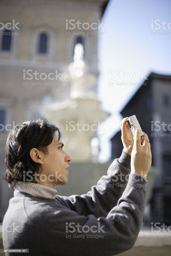 Man photographing street foto stock royalty-free