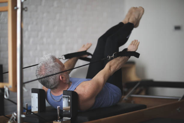 man pilates reformer exercises - metodo pilates foto e immagini stock