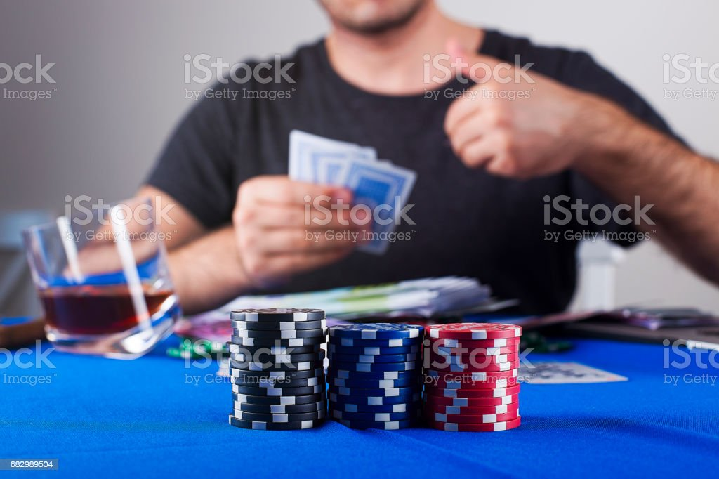 man play poker foto de stock royalty-free