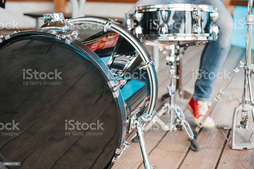 Man playing a drum. Lizenzfreies stock-foto