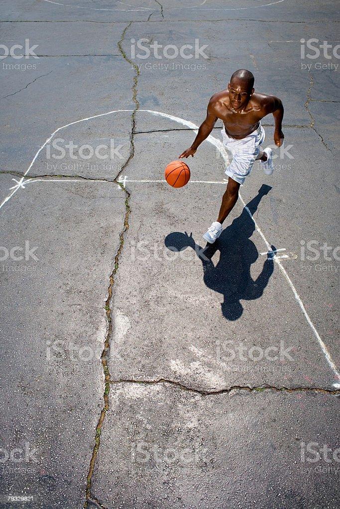 A man playing basketball 免版稅 stock photo
