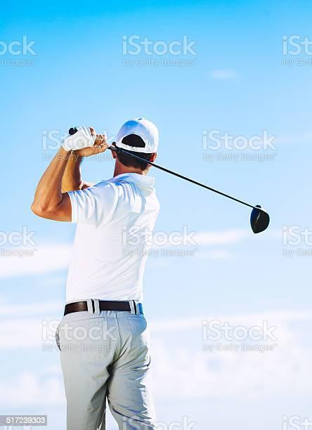 Foto de Homem Jogando Golfe e mais fotos de stock de Adulto