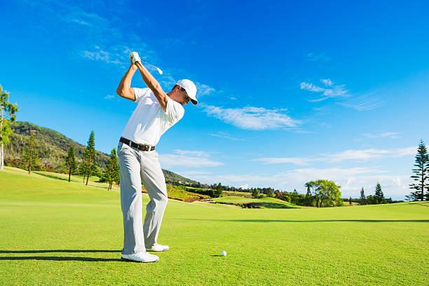 マンプレイーイングゴルフ - ゴルフの写真 ストックフォトと画像