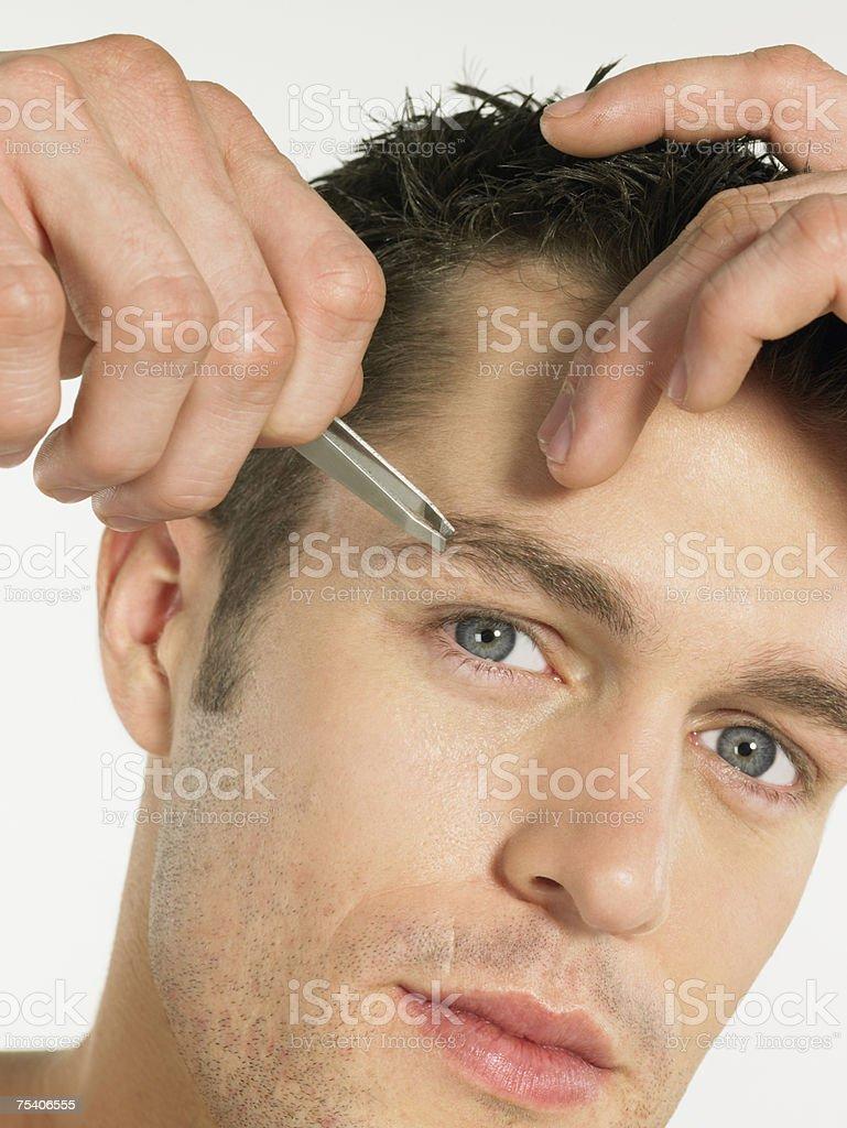 Cejas De Hombre hombre puntear las cejas foto de stock y más banco de