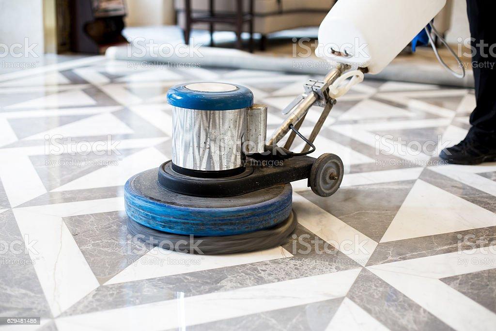 man polishing marble floor in modern office building – Foto