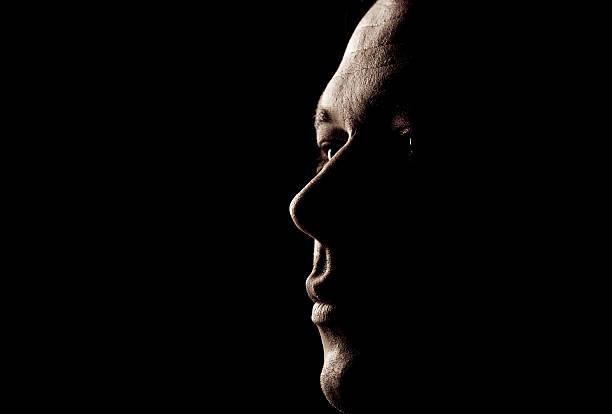 mann porträt - gegenlicht stock-fotos und bilder