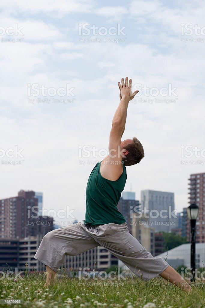 남자 practising 요가 royalty-free 스톡 사진