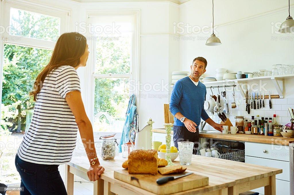 Man preparing breakfast for this pregnant wife Стоковые фото Стоковая фотография