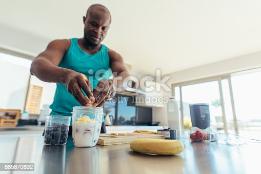 istock Man preparing breakfast in kitchen 865870692