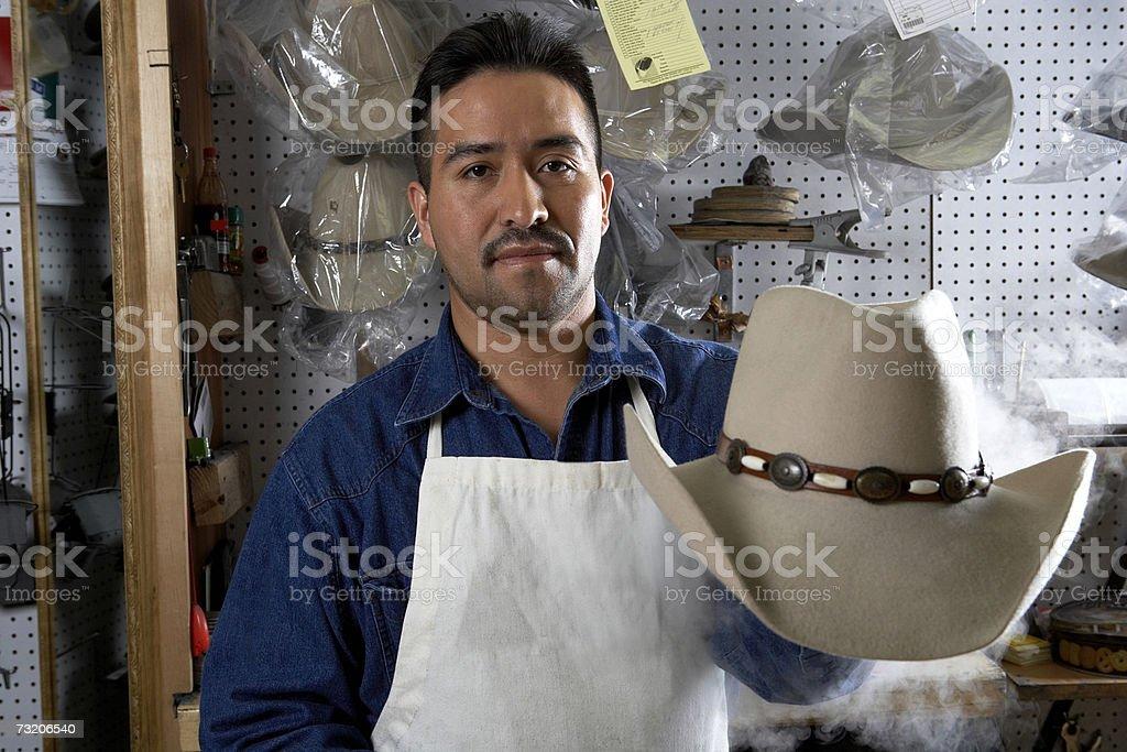 le moins cher bas prix site autorisé Photo libre de droit de Homme Présentant Chapeau De Cowboy ...