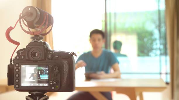 Mann-Videoaufnahme für DIY Sachen Vorbereitung – Foto