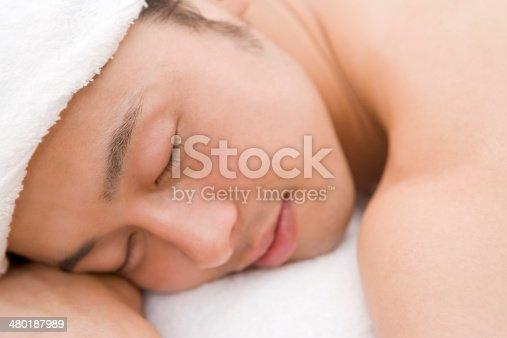 istock Man relaxing beautytreatment salon 480187989