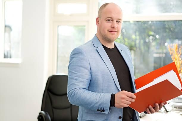man remote working from home office - netherlands map stockfoto's en -beelden