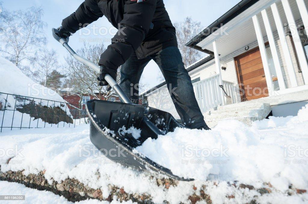 Mann, entfernen Schnee – Foto