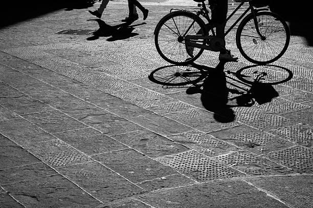 Mann auf Fahrrad silhouette im Sonnenuntergang – Foto
