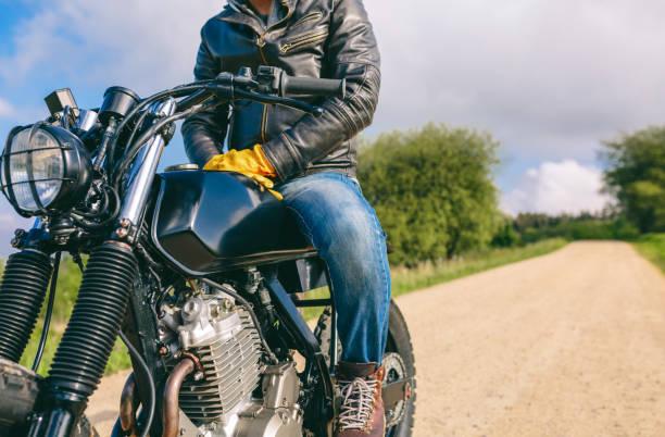 Mann fährt mit motorisches Motorrad – Foto