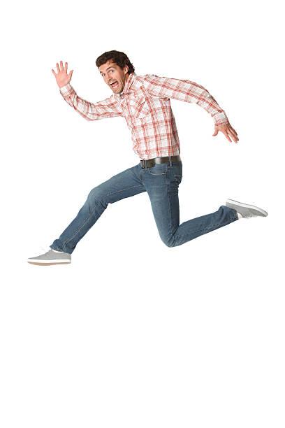 mann läuft in eile - druck jeans stock-fotos und bilder