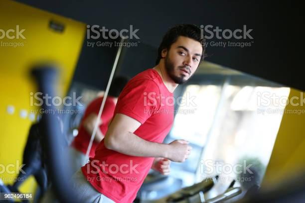 Foto de Homem Correndo No Ginásio e mais fotos de stock de 20 Anos