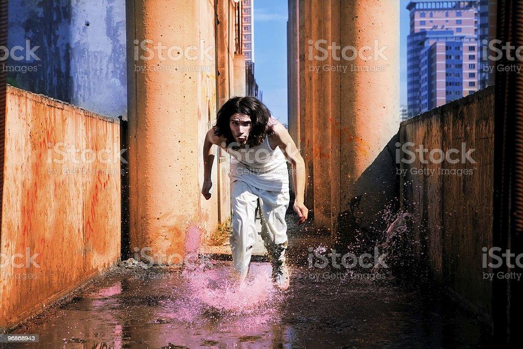 Mann läuft auf das Wasser Lizenzfreies stock-foto