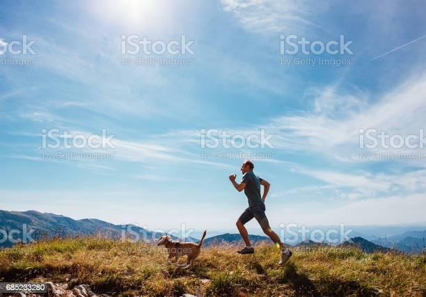 Man runs with his beagle dog on mountain top picture id685233280?b=1&k=6&m=685233280&s=612x612&h=ubhx8eee1qsraniailn4va2jtfnmnf3ev4wyzutvesi=