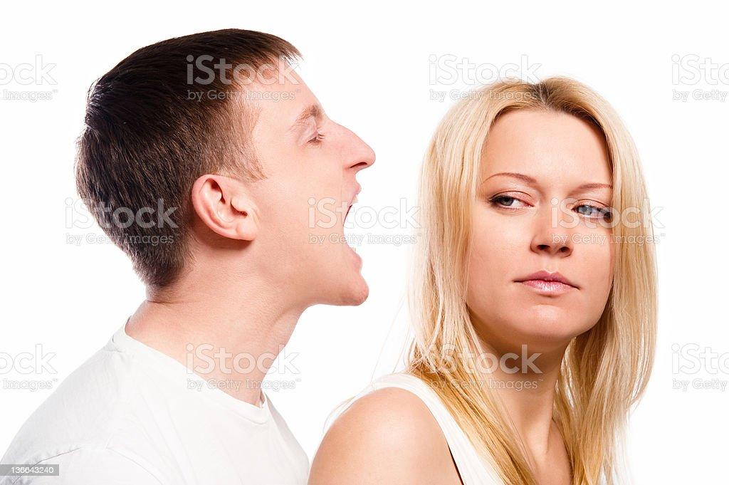 Жена визжит