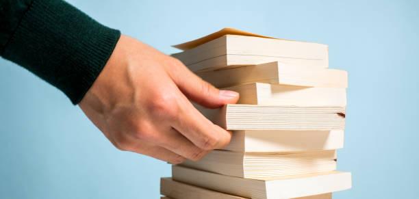 男の本を検索 ストックフォト