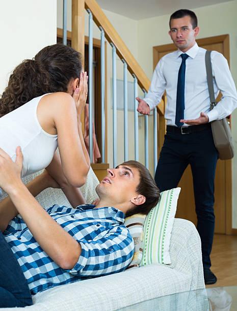 стали голыми жена застает мужа с другой выбор пользу