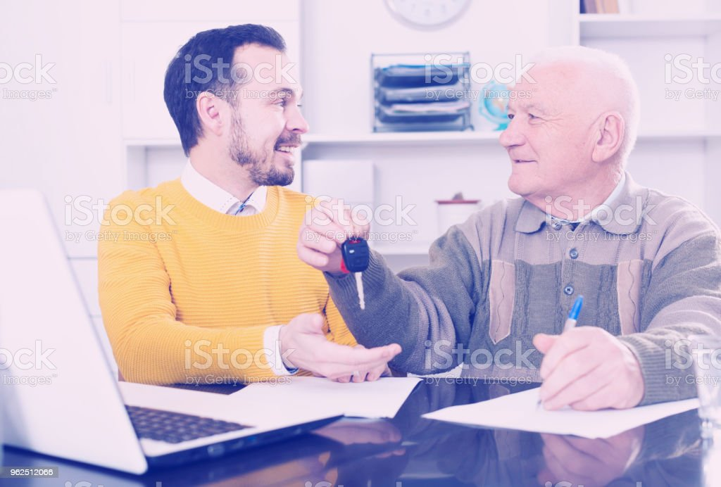 Man selling car in office - Royalty-free 65-69 Years Stock Photo
