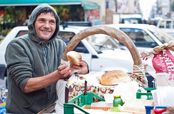 Uomo vende Frittola - foto stock