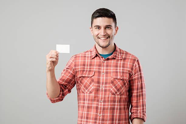 男性空白の名刺を示す ストックフォト