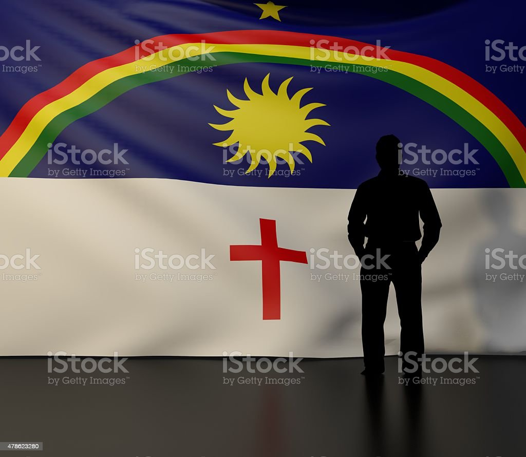 Homem silhueta na frente da Bandeira do Estado de Pernambuco - foto de acervo