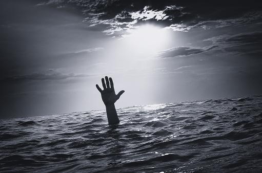 istock Man sink in water 931928960