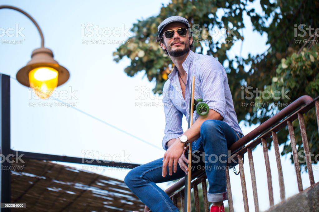 Man sitting on a fence outdoors foto de stock royalty-free