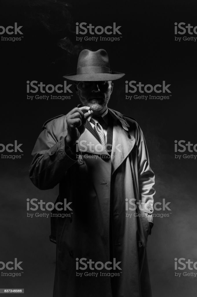 Mann Rauchen in the dark – Foto