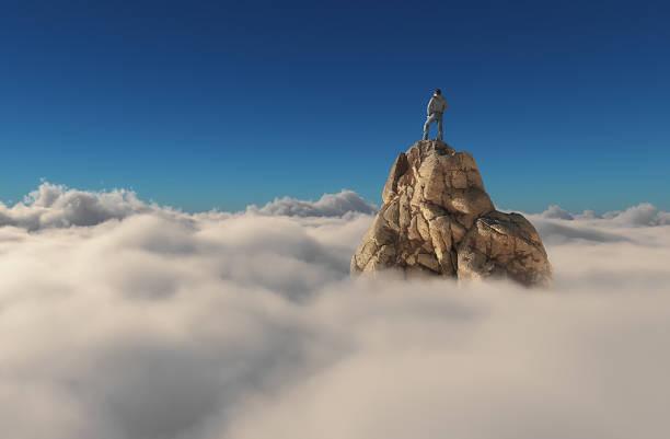 homem em pé em um penhasco de pedra - alto descrição geral - fotografias e filmes do acervo