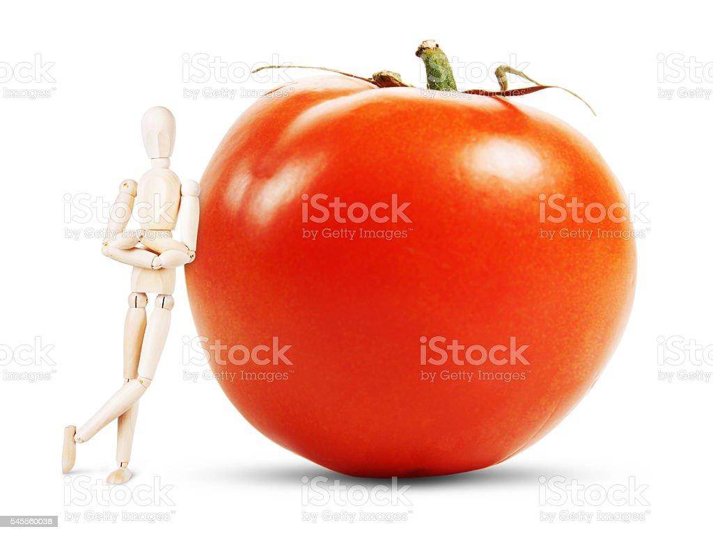 Man stands by a huge ripe tomato - foto de acervo