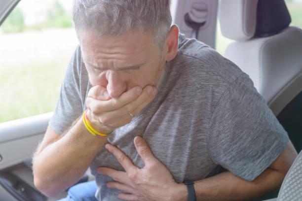 Mann leidet unter Reisekrankheit – Foto