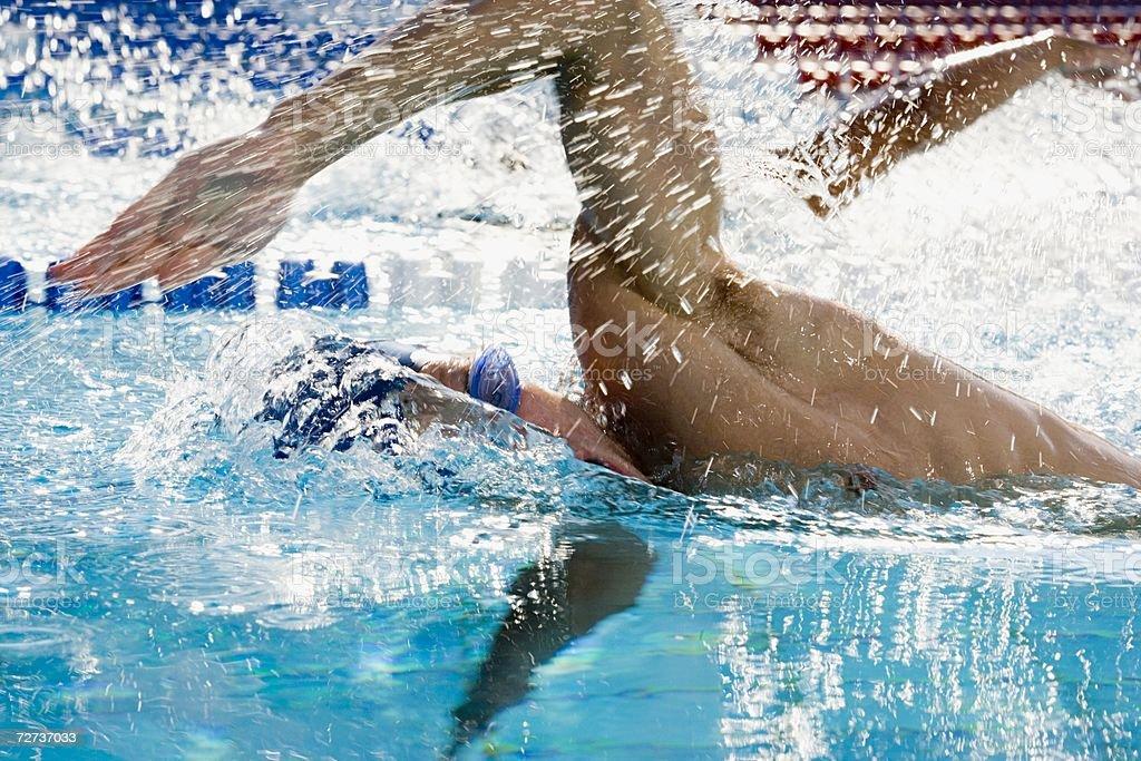 Hombre de swimming foto de stock libre de derechos