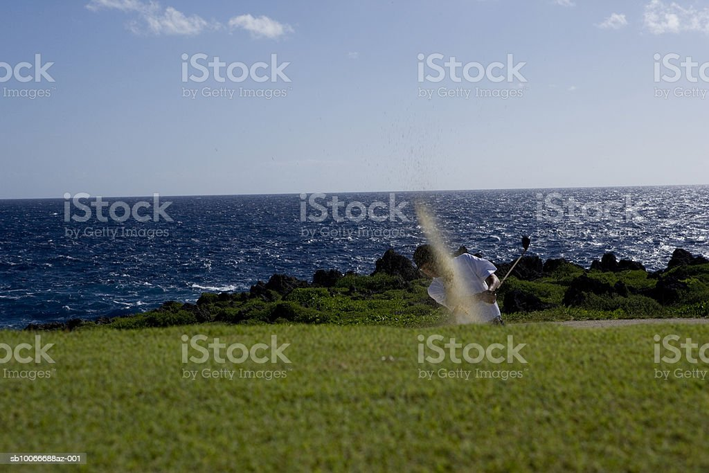 Man swinging golf club royalty free stockfoto