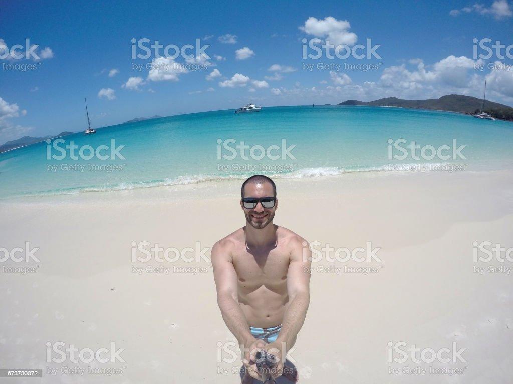 Man taking a selfie in Whitsunday, Australia photo libre de droits