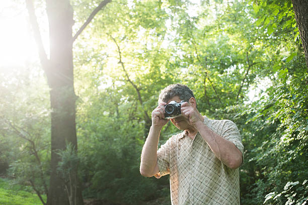 Man taking photograph in nature – Foto