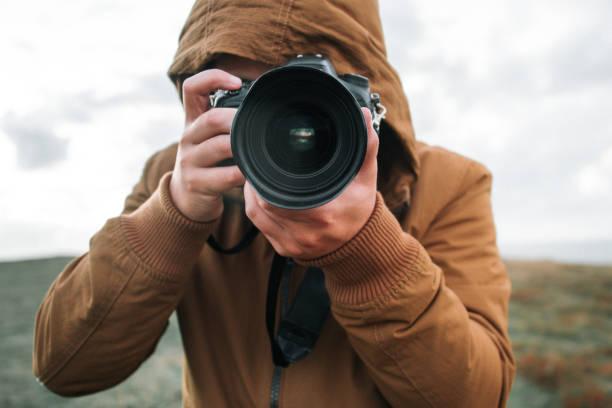 Man using a dslr camera picture id871359110?b=1&k=6&m=871359110&s=612x612&w=0&h=o ni3whhyjpzogpuo7n nofq8xv17lk2h8fvtrcgp00=