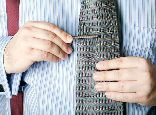 der mann mit einer krawatte clip - krawattennadel stock-fotos und bilder