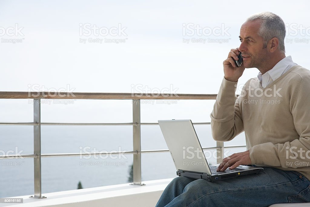 Man using laptop computer 免版稅 stock photo