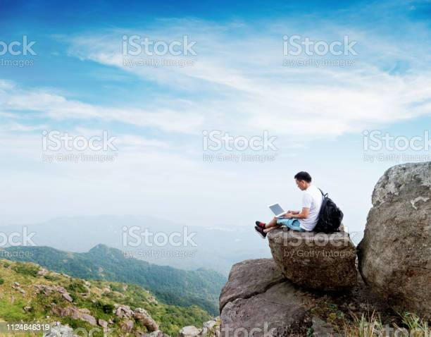Man using laptop on top of mountain picture id1124646319?b=1&k=6&m=1124646319&s=612x612&h=hlzw859y ri78h3klx314xqdt9vtjezyq8fpdscwki8=
