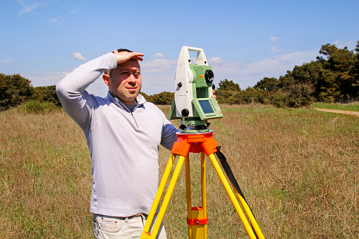 how to operate total station instrument
