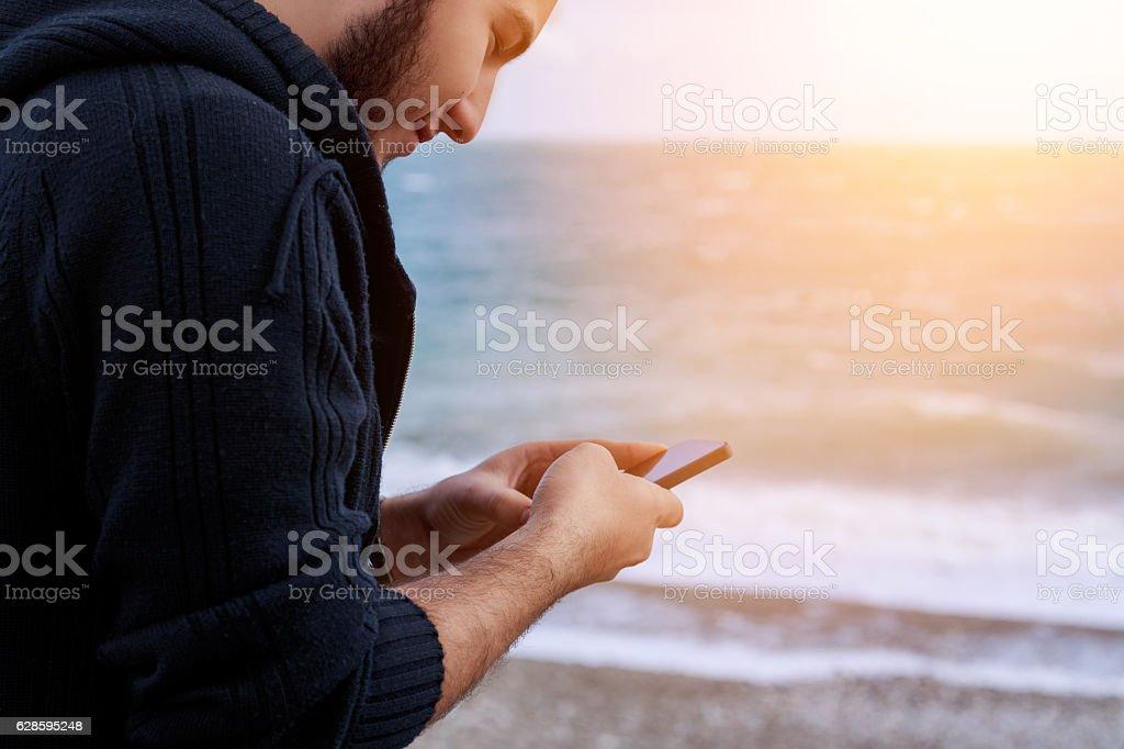 Mann mit smart phone  – Foto