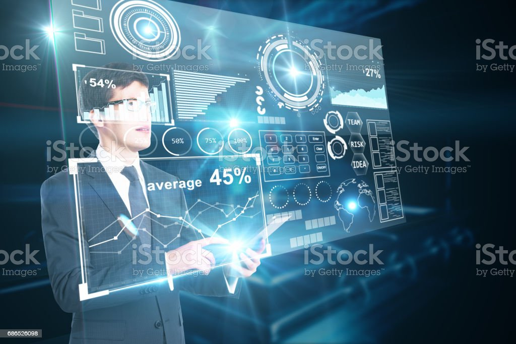 Man using tablet with charts foto stock royalty-free